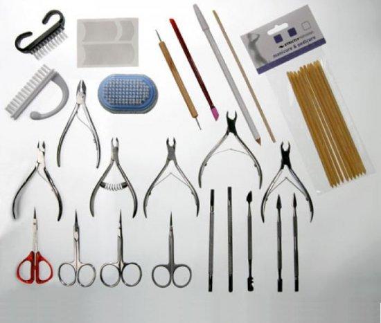 Какие инструменты начинающему мастеру маникюра